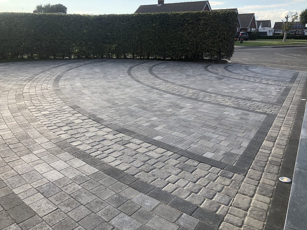 Driveway installed in North Bersted Bognor Regis, using two different styles of blocks to create a really effective driveway.