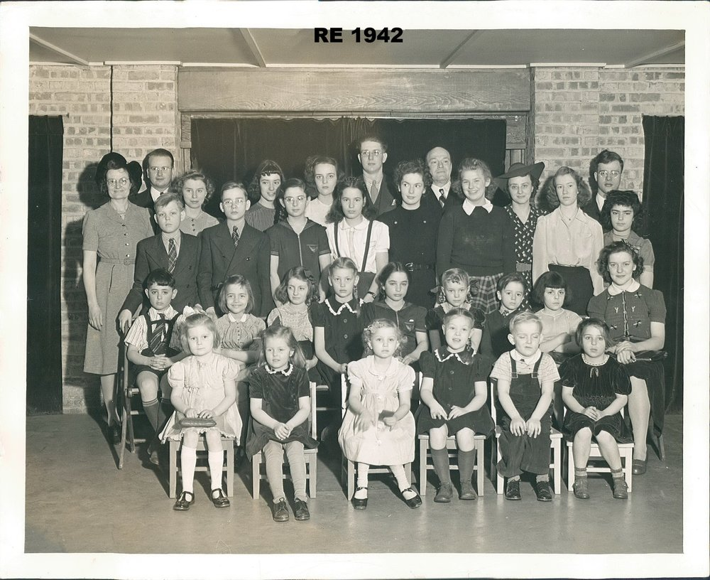 RE group picture in Concourse 1942.jpg