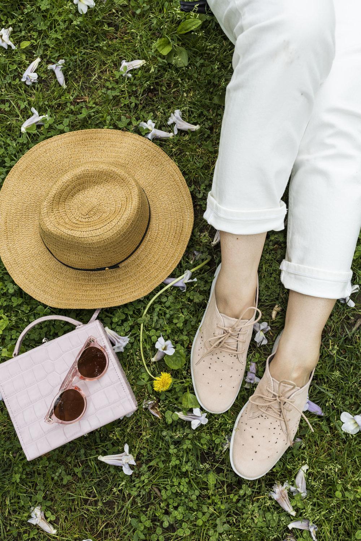 Bag: Pop&Suki; Sunglasses: Bonnie Clyde.