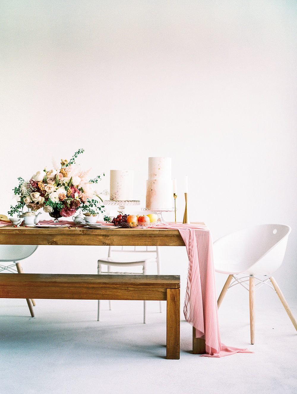 Cakes by  Sugar Lane . Styled by  Olea & Fig Studio ; Photo by  Kylee Yee Photography .