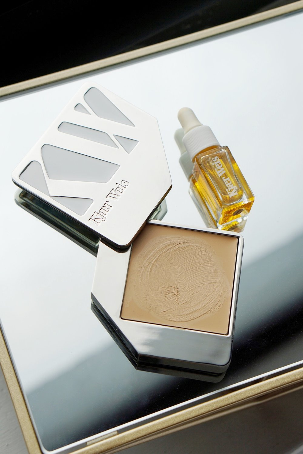 Kjaer Weis - This natural makeup brand is offering 20% off all orders with code KWBF18.Valid from November 23 to 26, Friday to Monday.