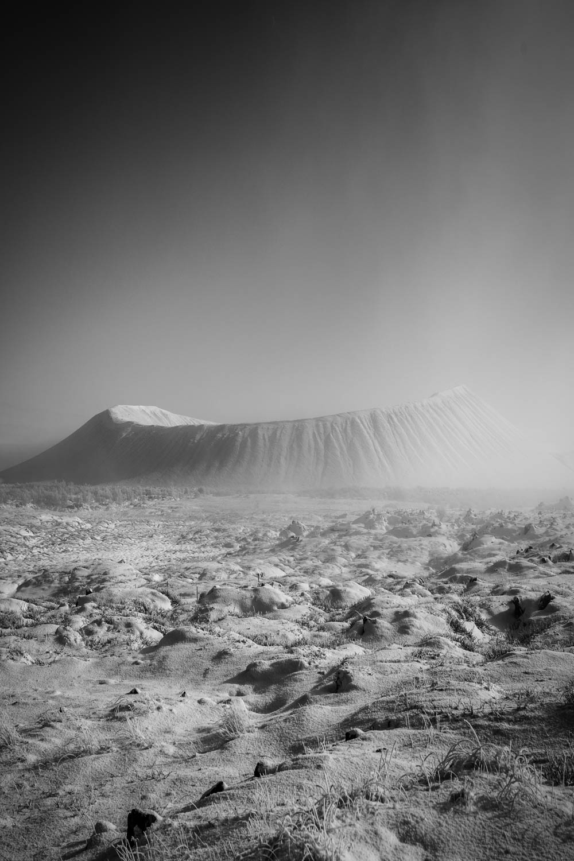 Black and White_volcano gestaucht.jpg
