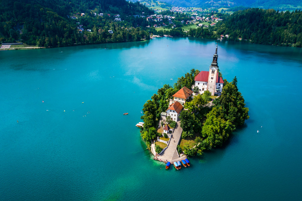 slovenia-resort-lake-bled-P5R5JHC.jpg