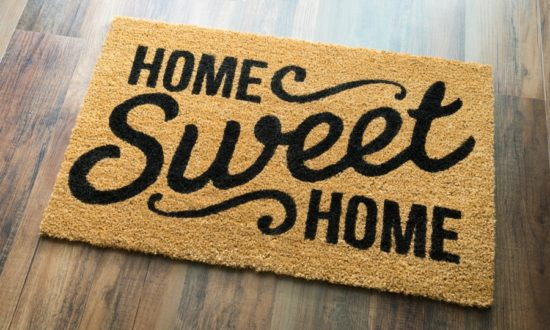 thoughtful-new-homeowner-gift-ideas1-550x330.jpeg.pagespeed.ce.UXwEJ_wI2C.jpeg