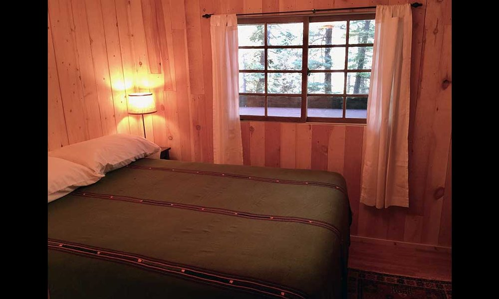 lodge-apt-bedroom2.jpg