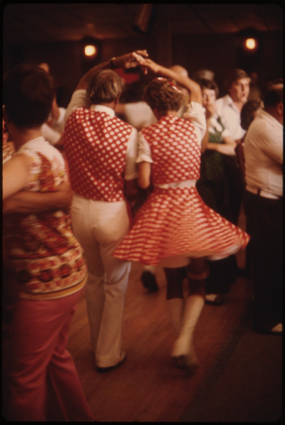 POLKA_DANCERS_AT_THE_GIBBON_BALLROOM_IN_GIBBON,_MINNESOTA_20_MILES_NORTH_OF_NEW_ULM._IT_WAS_HEADQUARTERS_FOR_GIBBON..._-_NARA_-_558286.jpg