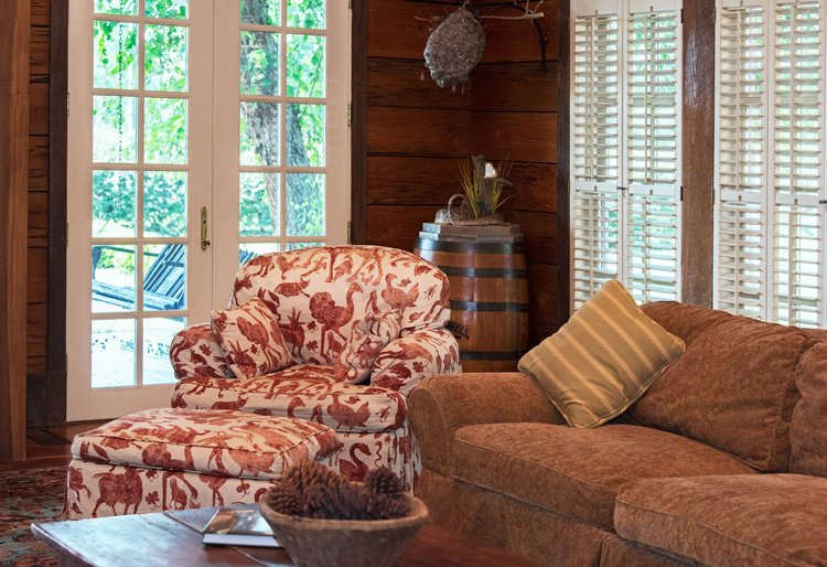 Shadow-Oak-Plantation-Lodge-chair.jpg