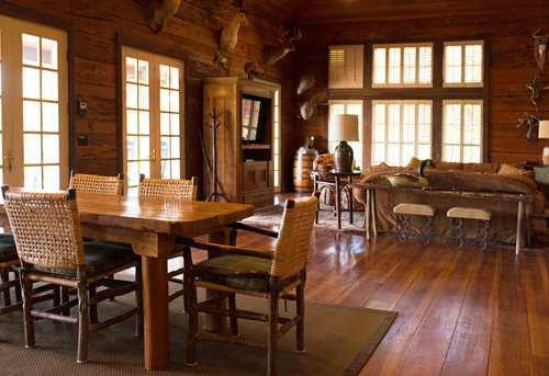 Shadow-Oak-Plantation-lodge-dining-lounge.jpg