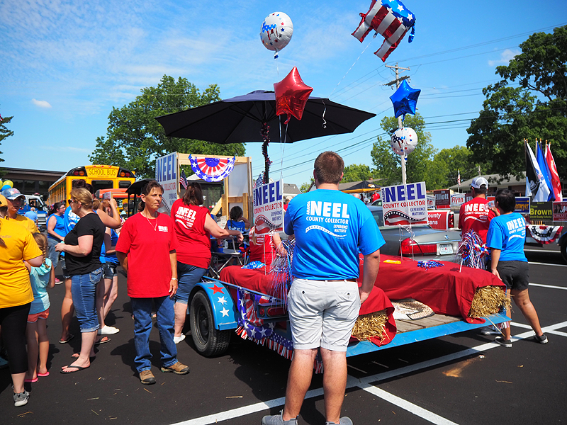 Amanda Neel, candidate for Lincoln County Collector of Revenue, with volunteers decorating her float.