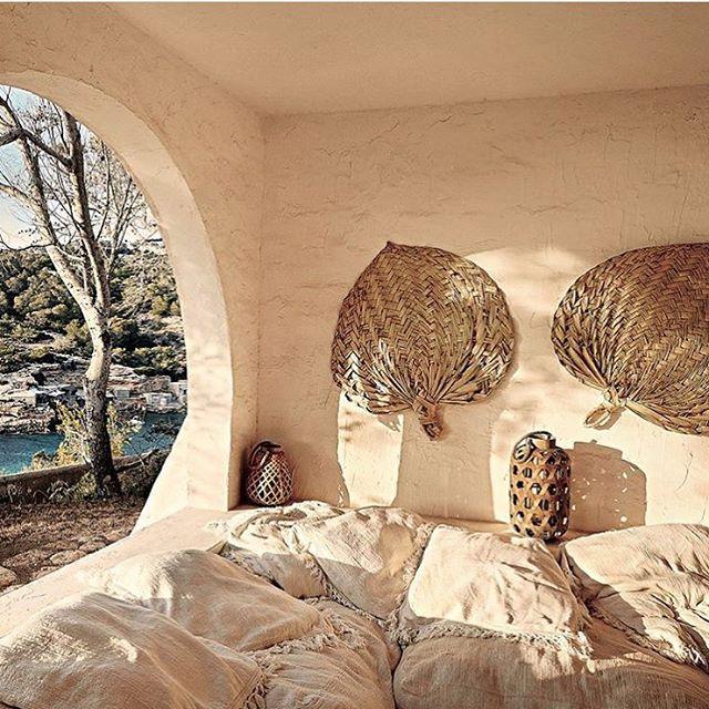 What I need right now 🌞🌊 . . . . . . . . #calatarida #finca #ibiza #bohemian #70s #dreamhouse #summerhouse #beachhouse #boho #interiordesign #camillebarotin