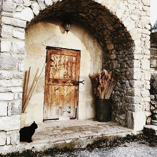 Provence 🙌🏻🌞 via @fermefortia . . . . . . #provence #southoffrance #sud #south #inspiration #timeless #inspiration #countrylife #countryside #countrysidelife #vscocam #atelierprairies