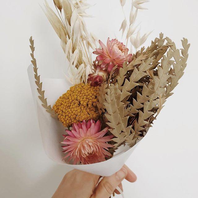 Mini mini mini 🌻🌸 . . . . . . . . . . #minibouquet #driedflowers #driedflowerbouquet #pinkbouquet #florist #minibunch #driedbouquet #