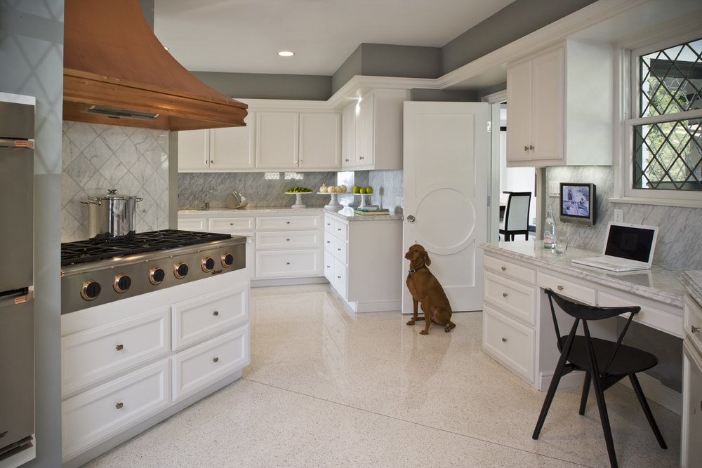 KITCHEN W_DOG copy#9FEA.jpg