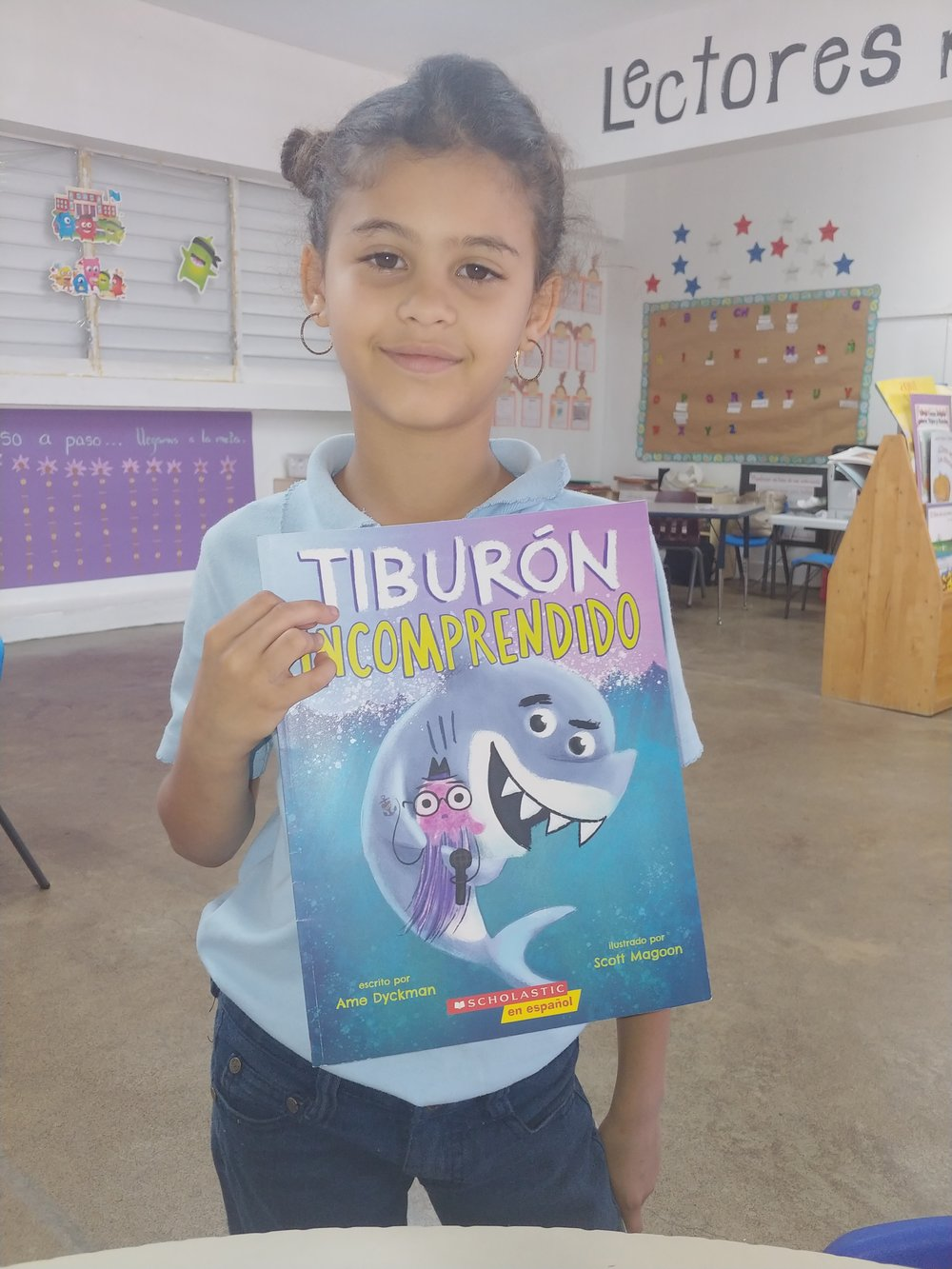 Stories of Hope - During the last month, third grade students have been asking to take books home from our classroom library. This student from Lectores para un Futuro expressed she wished to share a picture book with her younger brother. While other students chose to read chapter books that match their reading level.