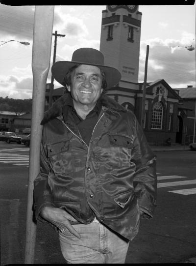 Johnny Cash outside the Stanthorpe Post Office while visiting in 1982. Photo courtesy Stanthorpe Border Post