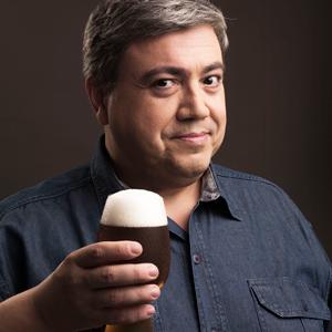 José Padilha  - Um dos pioneiros do mercado cervejeiro carioca, é Sommelier de Cerveja formado pela 1ª turma da Doemens Akademie no Brasil e Mestre em Estilos pelo Siebel Institute of Technology em Chicago (EUA), além de publicitário pela PUC, com 30 anos de experiência em propaganda. Hoje atua no The Beer Planet, supermercados Zona Sul e na Premium Brands. Éprofessor da Escola Superior de Cerveja e Malte, jurado internacional de cervejas e colunista da Revista Gula e da Rádio Band News.