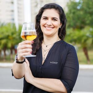 Taiga Cazarine  - Jornalista, Sommelière pela Escola Superior de Cerveja e Malte / Doemens Akademie, Mestre em Estilos pelo ICB e Tecnóloga em Produção de Cerveja pelo SENAI. Acumula a experiência de 10 anos no jornalismo, sendo os 4 últimos dedicados ao ramo cervejeiro. Foi idealizadora do programa Cerveja de Conteúdo da rádio CBN em Ribeirão Preto, docente do SENAC, gerente no São Paulo Tap House, curadora do app corporativo Beer Lovers da Ambev e hoje é Beer Huntress do e-commerce Wbeer.