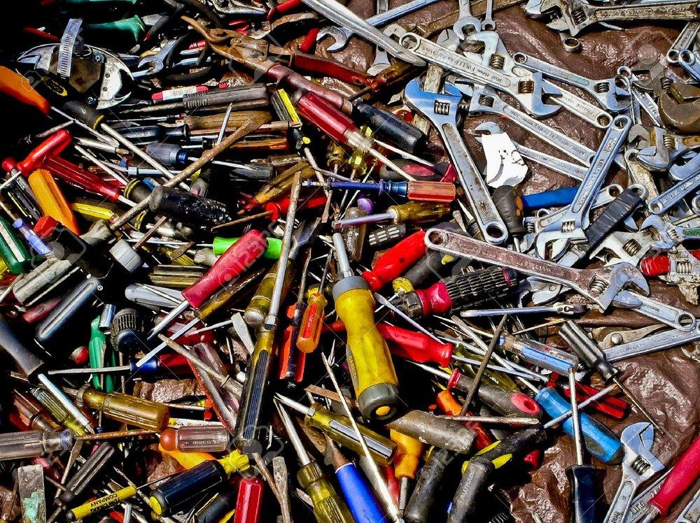 8075984-Un-mont-n-de-herramientas--Foto-de-archivo.jpg