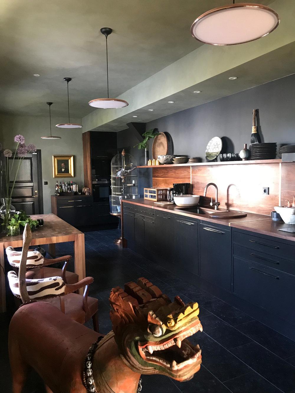 Black-Kitchen.jpg