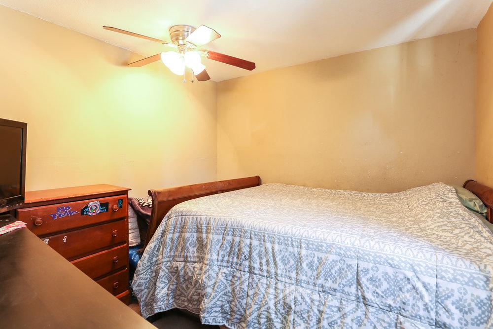 024-Bedroom-4336035-medium.jpg