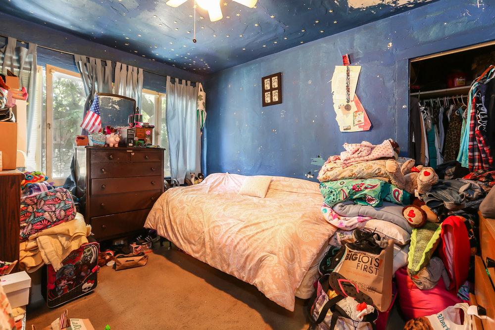 019-Bedroom-4336034-medium.jpg