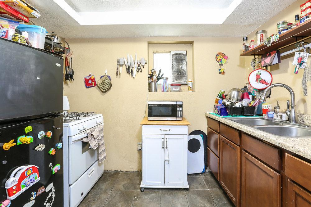 022-Kitchen-4336030-medium.jpg