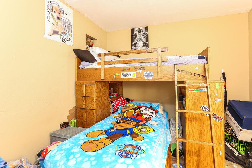 023-Bedroom-4336036-medium.jpg