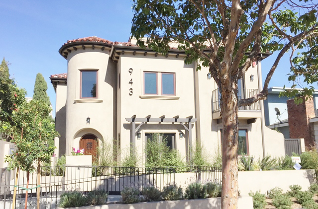 943 16th St Santa Monica, CA 90403 - Lease: Sold March 18, 2016$6,2502 Beds / 3 Baths    2,676 Sq. Ft.