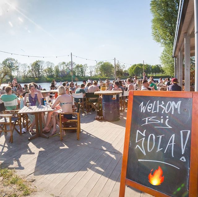 ITS SOIA WEATHER AGAIN! 🌞 @soia_strandooginal . Open from 16:00 today ✅ . Also have a Fest on Kingsday! 👑 . . . #soia #strandooginal #utrecht #030 #campfire #hangout #hangouts #gettogether #kickback #fireplace #firepit #fireside #gezellig #gezelligheid