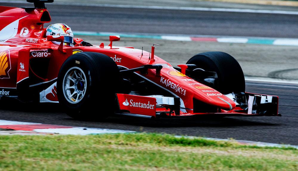 ferraris-sebastian-vettel-tests-pirellis-wide-tires-for-2017-formula-one-world-championship_100559498_h.jpg
