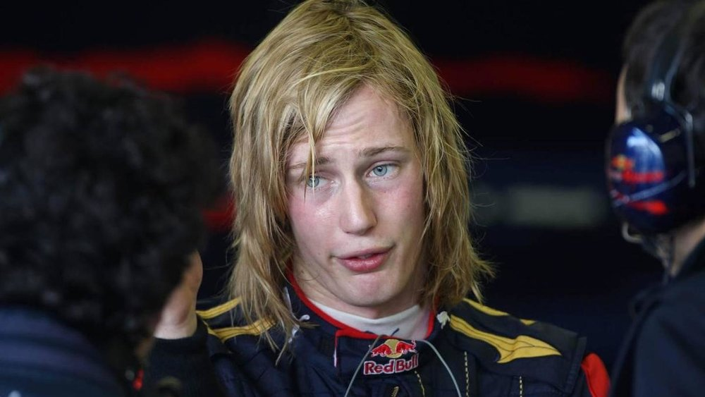 2010-206742-brendon-hartley-nzl-tests-for-scuderia-toro-rosso-03-12-2009-jerez-spain1.jpg