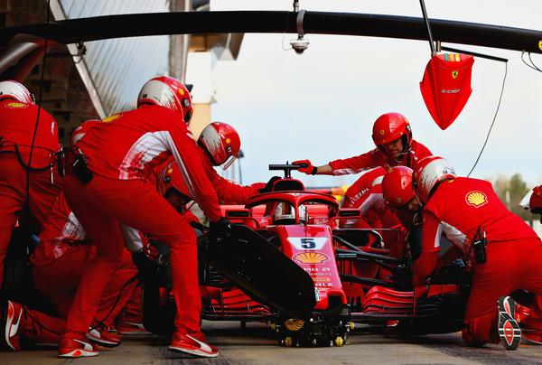 Sebastian+Vettel+F1+Winter+Testing+Barcelona+521FugefErfl.jpg
