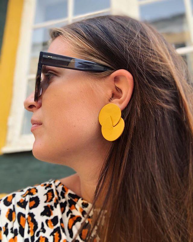 🍋☀️🌼💛 . . #cilluet #leather #weightless #madeindenmark #accessories #jewelry #earrings #tasselearrings #øreringe #håndlavedesmykker #smykkertilsalg #sterlingsilver #design #danskdesign #madeindenmark #style #handcrafted #bigearrings #handcraftedjewelry #colors #rainbow #statementearrings #fashion #yellow #copenhagen