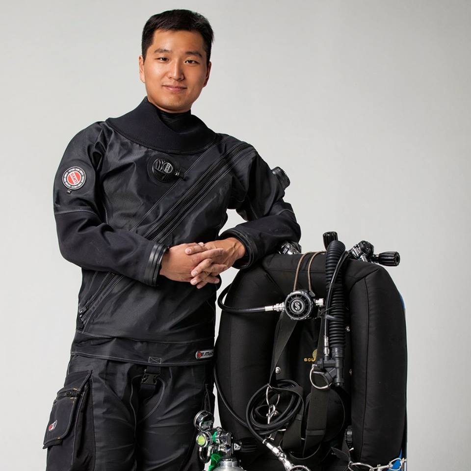 Jung Hoon Park   J.Hoon Park is South Korea's top tek diving trainer, instructing military members and lifeguards. He is introducing tek diving techniques and underwater videography education into dive training around the country. He is also working as a TDI trainer and instructor for Sidemount. He is currently helping to launch Shark Savers Korea in South Korea.  He is Co-Manager of the Project. Hoon has also been instrumental in coordinating efforts in Korea and training students there. He has helped coordinate with sponsors, selecting equipment, technical training and more. This project could not happen without him and YZin.