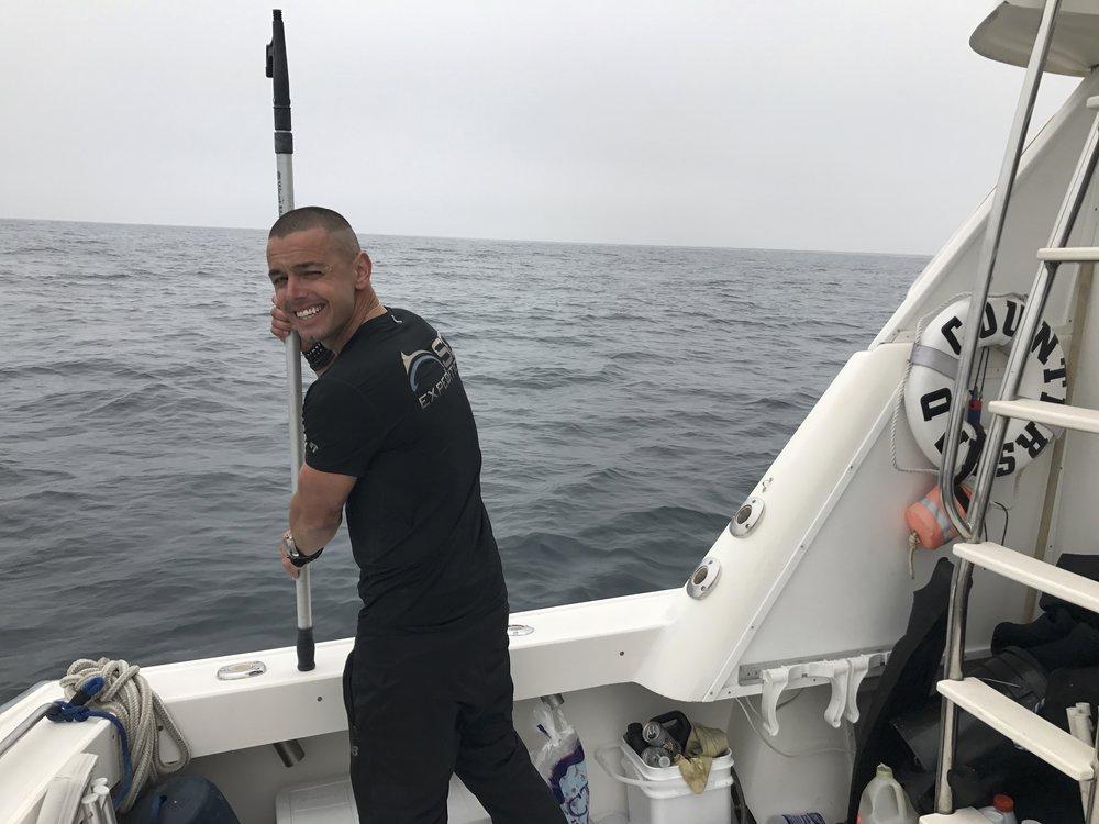 Nick LeBeouf   SD Expeditions 的聯合創始人和所有者。Nick擁有多年的領導戶外旅行的經驗,並且具有強烈的安全感和專業精神。  在擔任 Kings River 的 EMT 之前,他曾擔任加利福尼亞林業部的 EMT,並指導白水漂流5年。  但直到他在2007年搬到聖地亞哥,當他成為潛水認證和PADI潛水長帶領大白鯊遠征瓜達盧佩島從 2007 年到 2013 年推出以來,SD探險,Nick已精選鯊魚週2014、2015年,以及英國廣播公司,60分鐘,國家地理雜誌以及其他需要Nick了解南加利福尼亞太平洋地區的當地廣播錄製了SD Expeditions。  他將在聖地亞哥的Blue Shark 和Mako Shark 隊帶領我們參加第二次探險。