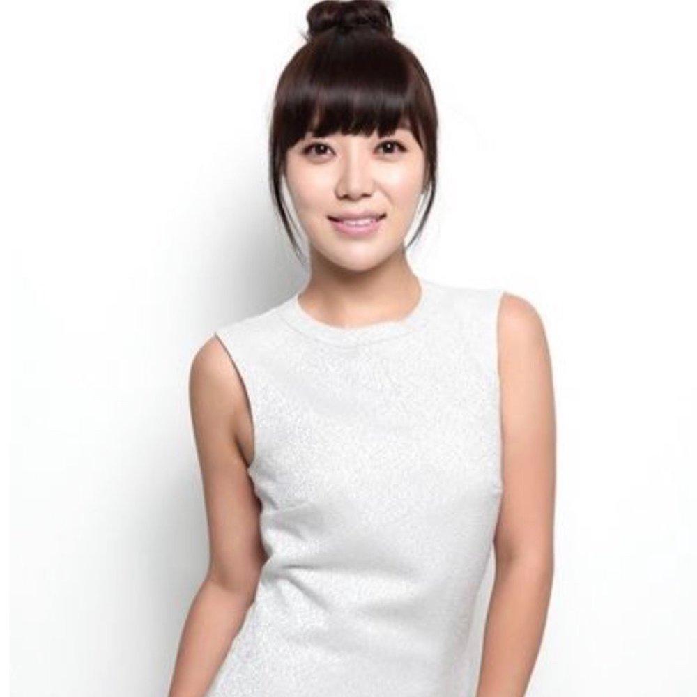 """하 지영   서일대 영화과를 졸업한 한국의 MC 이자 여배우.   출연 및 활동 요약:  Sbs 한밤의tv연예 하지영의 토크콘서트 '하톡왔숑'  드라마 : """"White Lie""""(2008, MBC) """"전설의 전설 2 - 거위""""(2009, E 채널) """"당신의 사랑을 구하십시오""""(2015, Mnet) """"호구 사랑""""(2015, tvN)  영화: """"광식의 동생 광태""""(2005) """"Mean Street""""(2006) """"구주""""(2006) """"원탁의 천사""""(2006) """"열정처럼 들린다""""(2015)"""