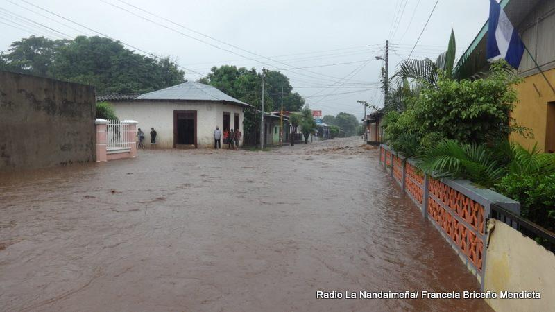 Nandaime, Nicaragua - People watch from sidewalks as the municipality's streets are completely flooded after months of intense rainfall.Credit: Radio La Nandaimeña, Francela Briceño Mendieta