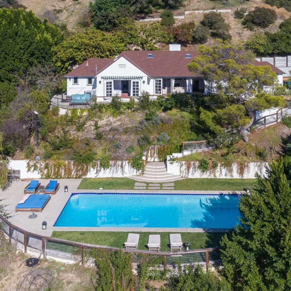 Hollywood_hills_mansion_pool_architecture_los_angeles.png