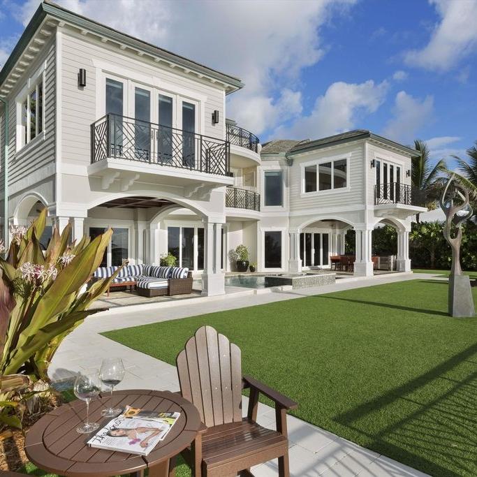 florida-architecture-luxury-backyard.jpg