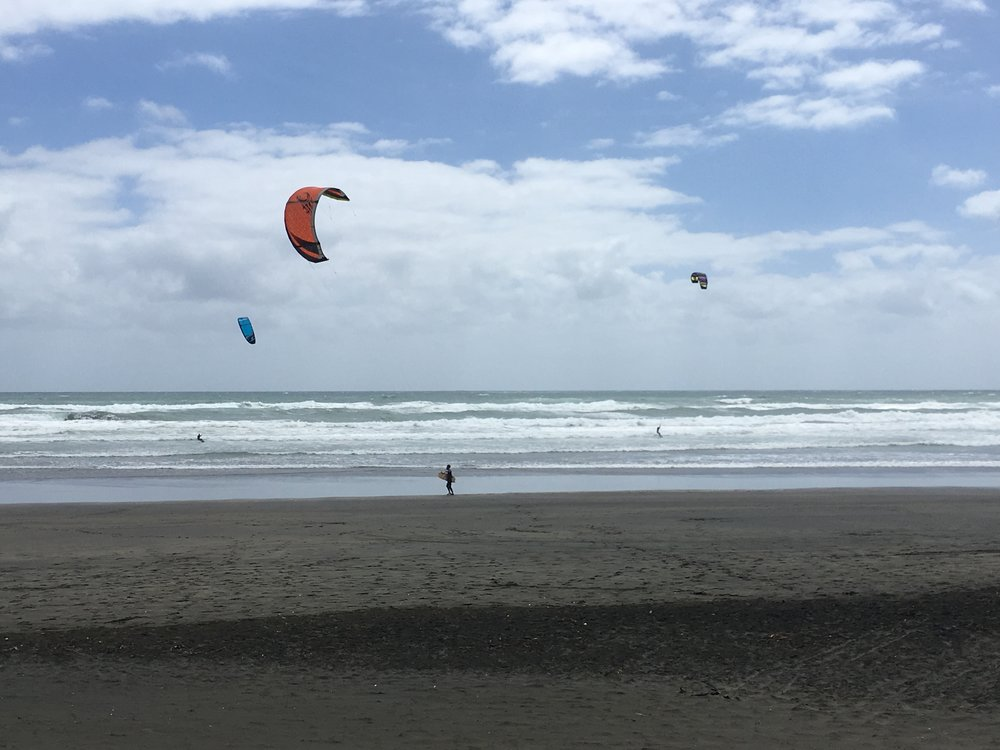 Perfect conditions to fly with the wind at Muriwai