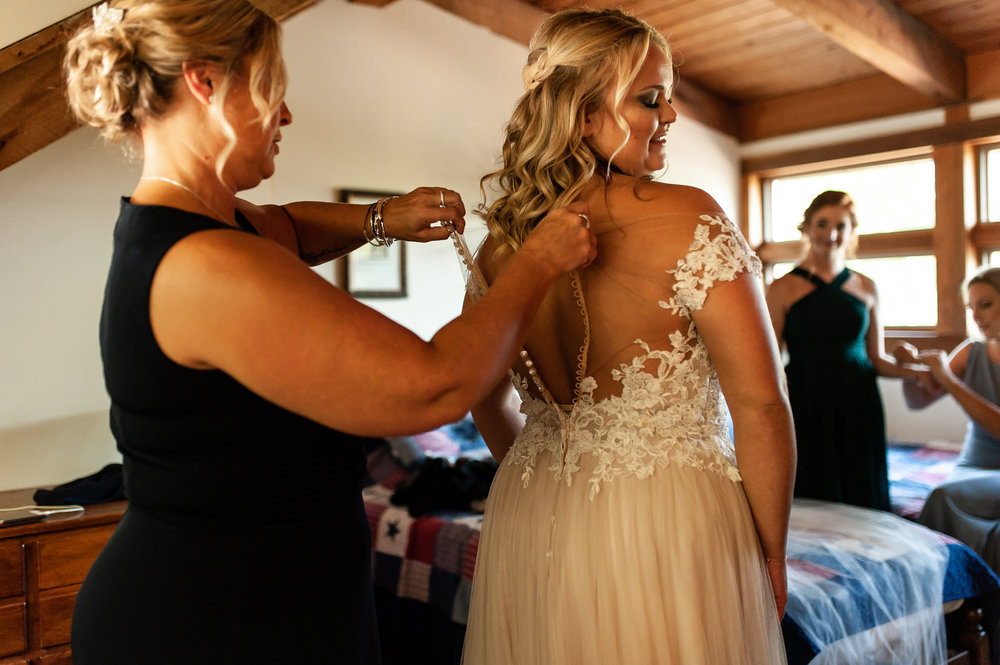 Sidney's mom, Amy, helping with her dress.