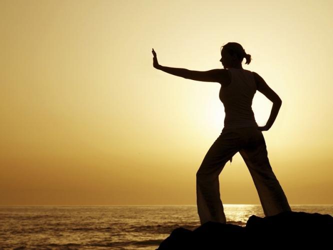is-151115-woman-tai-chi-silhouette-sunset-beach-000011880826-800x600-1461139600.jpg