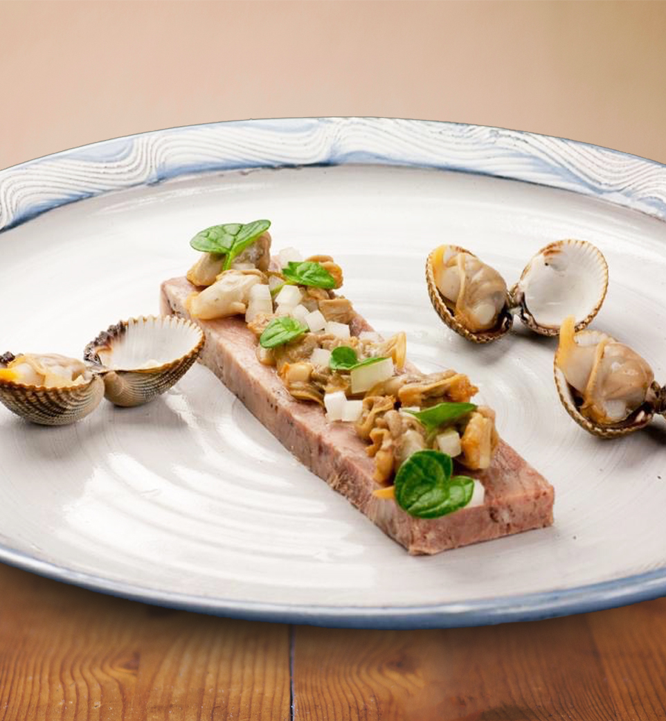 Pressed pigs head, pickled cockles (bere malt vinegar), raw onion, scurvy grass.
