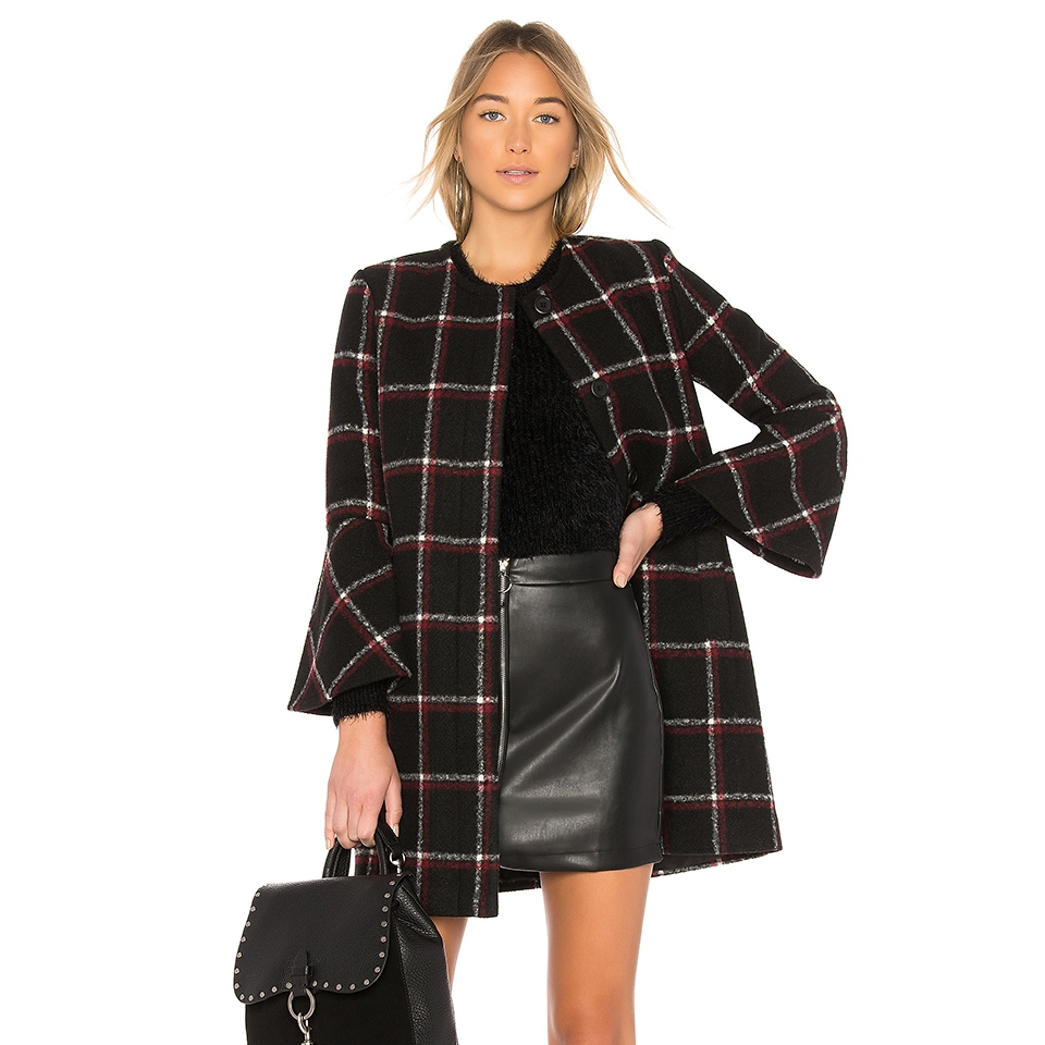 BB Dakota - Hewes CoatGive your everyday coat that extra oomph and step away from all black with this plaid coat. Voluminous bell sleeves add trend-right flair to your cooler days.