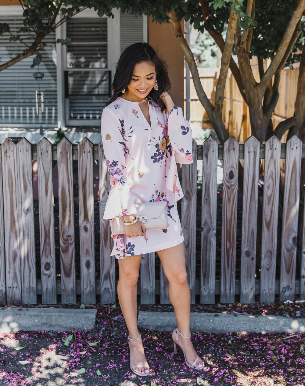 - Wrap up the weekend in this romantic ruffled sleeves mini dress. The floral prints are so pretty, that you can wear now and again in the fall!@hkcungis 5'3