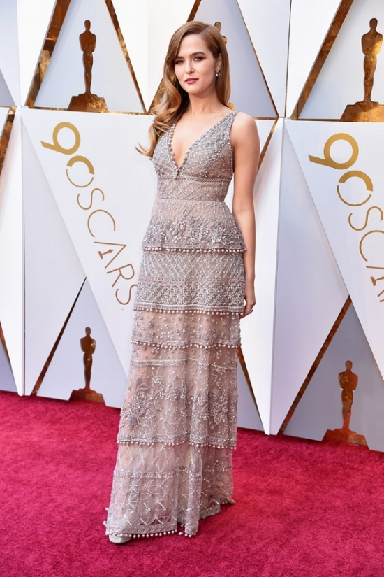 zoey-deutch-oscars-2018-red-carpet.jpg