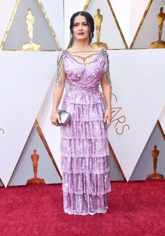 salma-hayek-oscars-2018-red-carpet.jpg