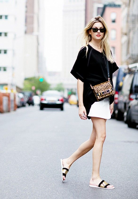 summer-vacation-sightseeing-going-out-date-night-white-skirt-black-oversized-tee-black-gold-slides-sandals-via-www.jpg