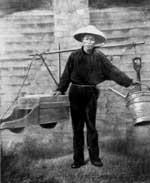 一名华人矿工正在矿地工作, 约19世纪60年代。 Courtesy of State Library of Queensland