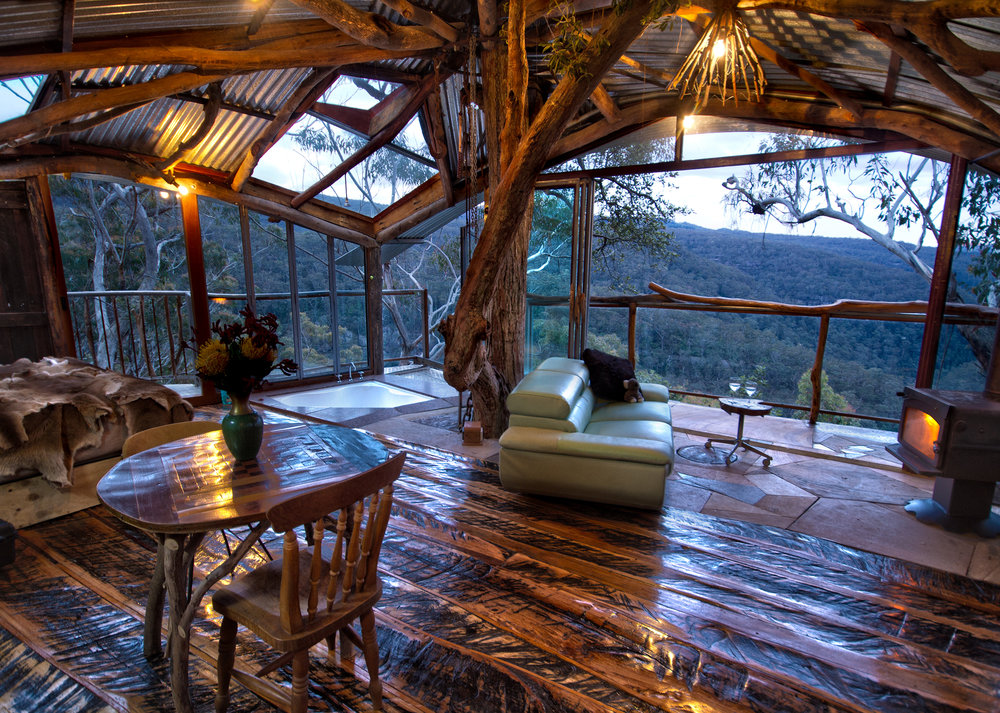 jochen-spencer-treehouse_living-resize.jpg
